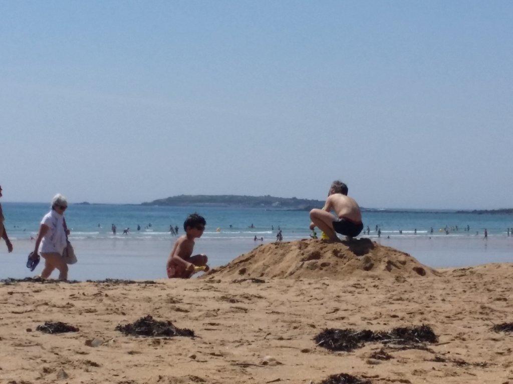 Maison vacances avec piscine erdeven location 4 personnes for Camping carnac plage avec piscine