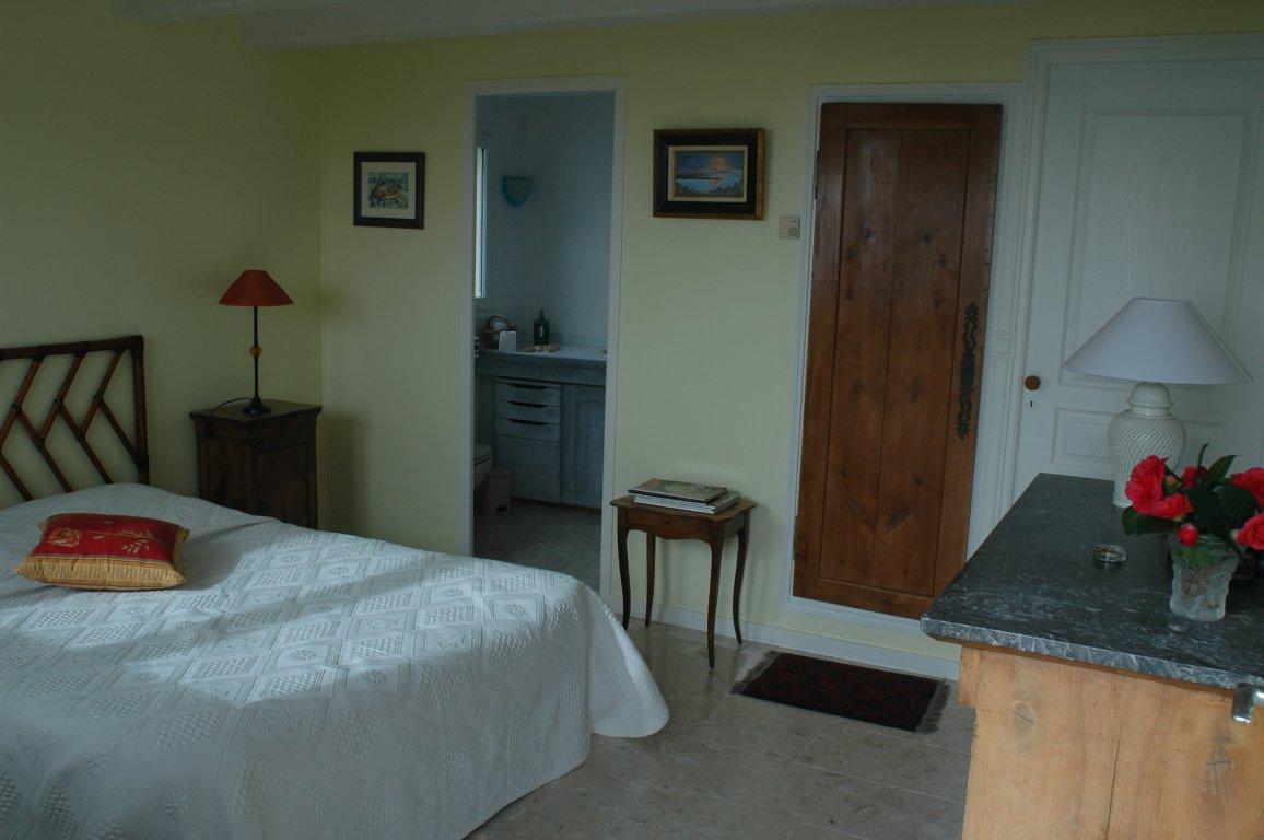 chambres d 39 h tes groix 2 personnes monique poupee. Black Bedroom Furniture Sets. Home Design Ideas