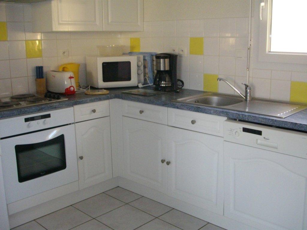 Maison vacances avec piscine erquy location 6 personnes for Equipement cuisine amenagee