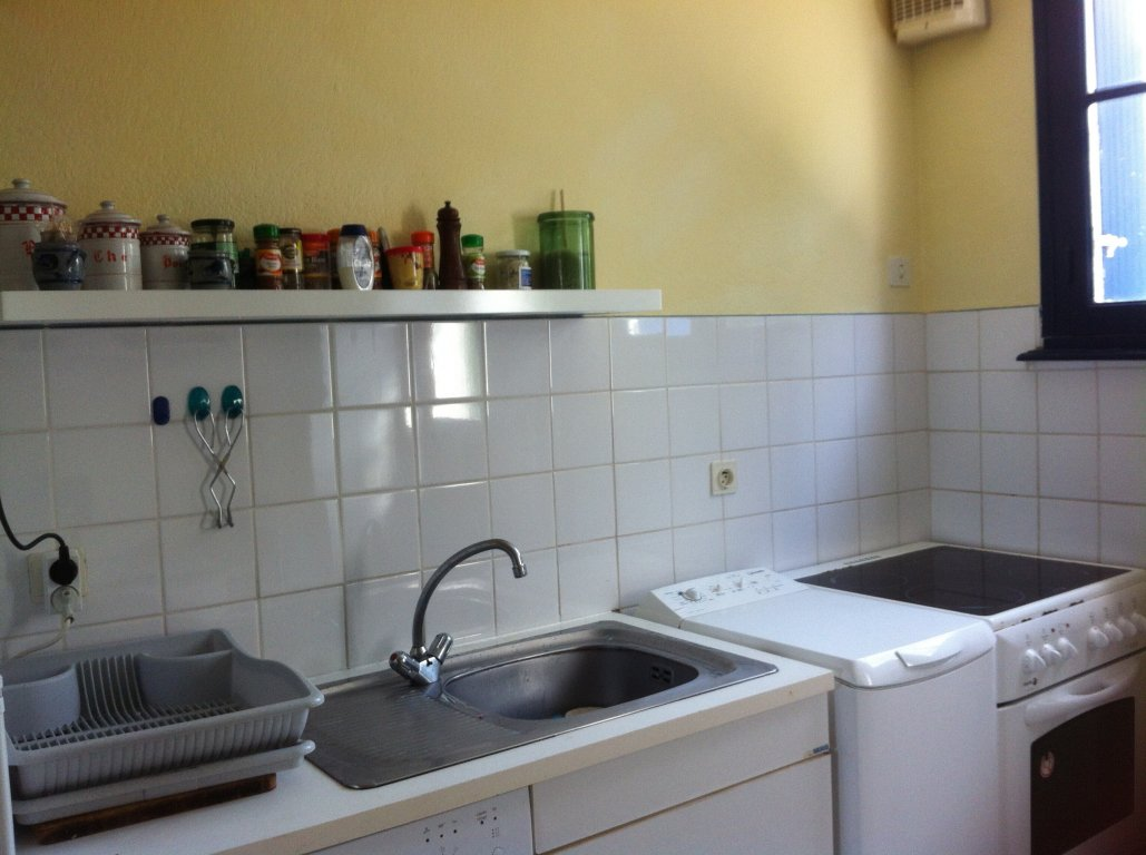 Maison vacances plomodiern location 8 personnes mireille le guern - Cuisine avec presqu ile ...