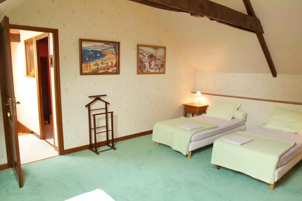 Maison vacances avec piscine lignol location 5 personnes for Chambre 3 personnes