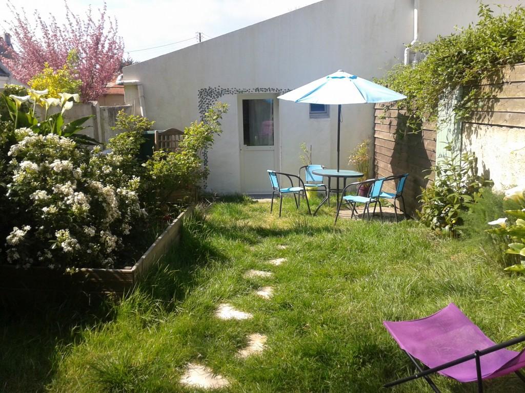 Maison vacances le palais belle le location 2 personnes for Jardin clos