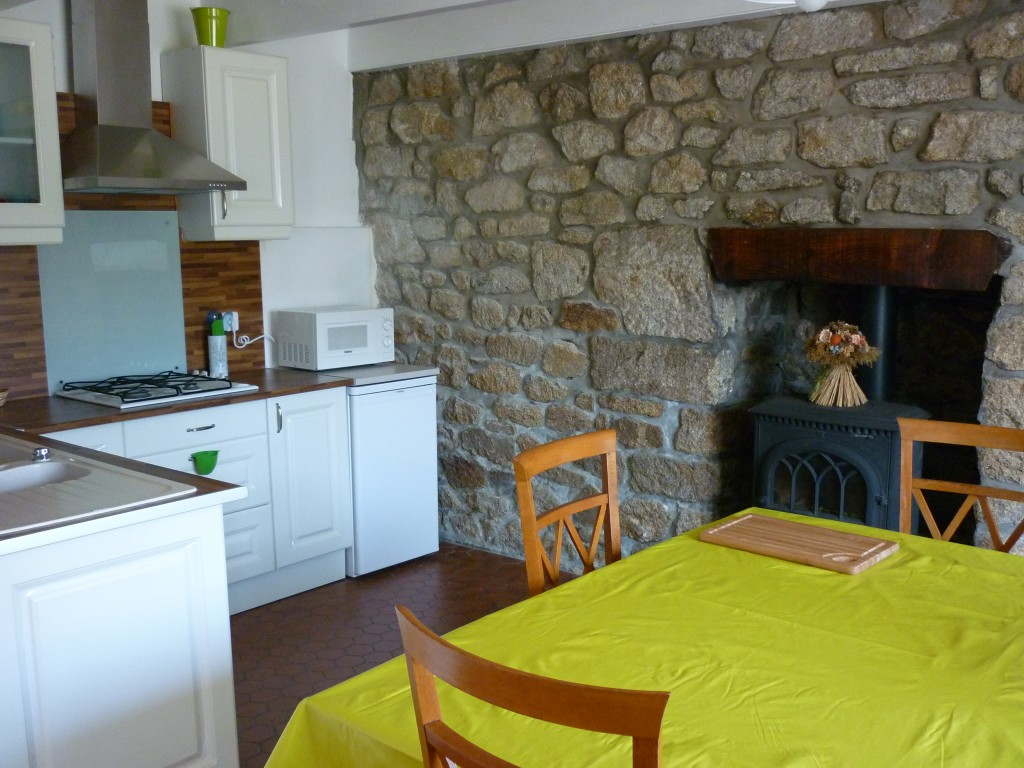 Maison vacances penmarc 39 h location 4 personnes serge et for Tarif cuisine amenagee