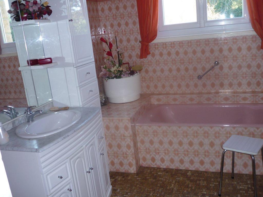 Maison vacances tr gastel location 8 personnes marcel gleonec - Lingerie salle de bain ...