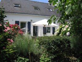 jardin et maison (c�t� avenue Charles De GAULLE)