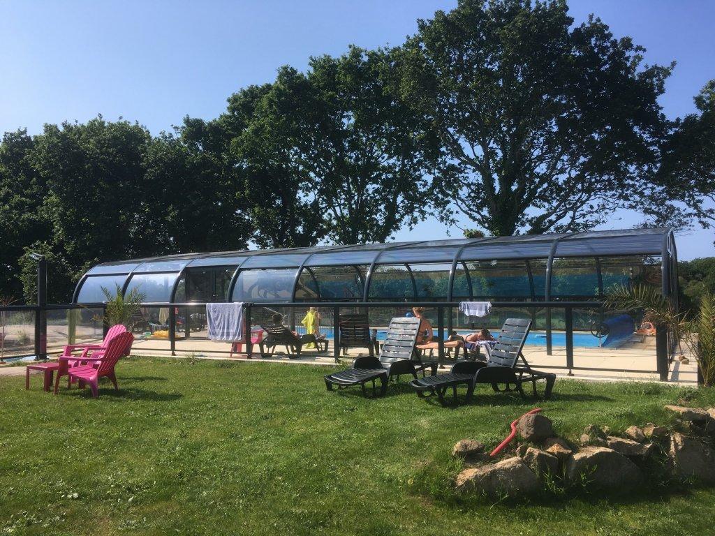 Chalet vacances avec piscine pleumeur bodou location 5 personnes village de g tes stereden for Village vacances avec piscine couverte