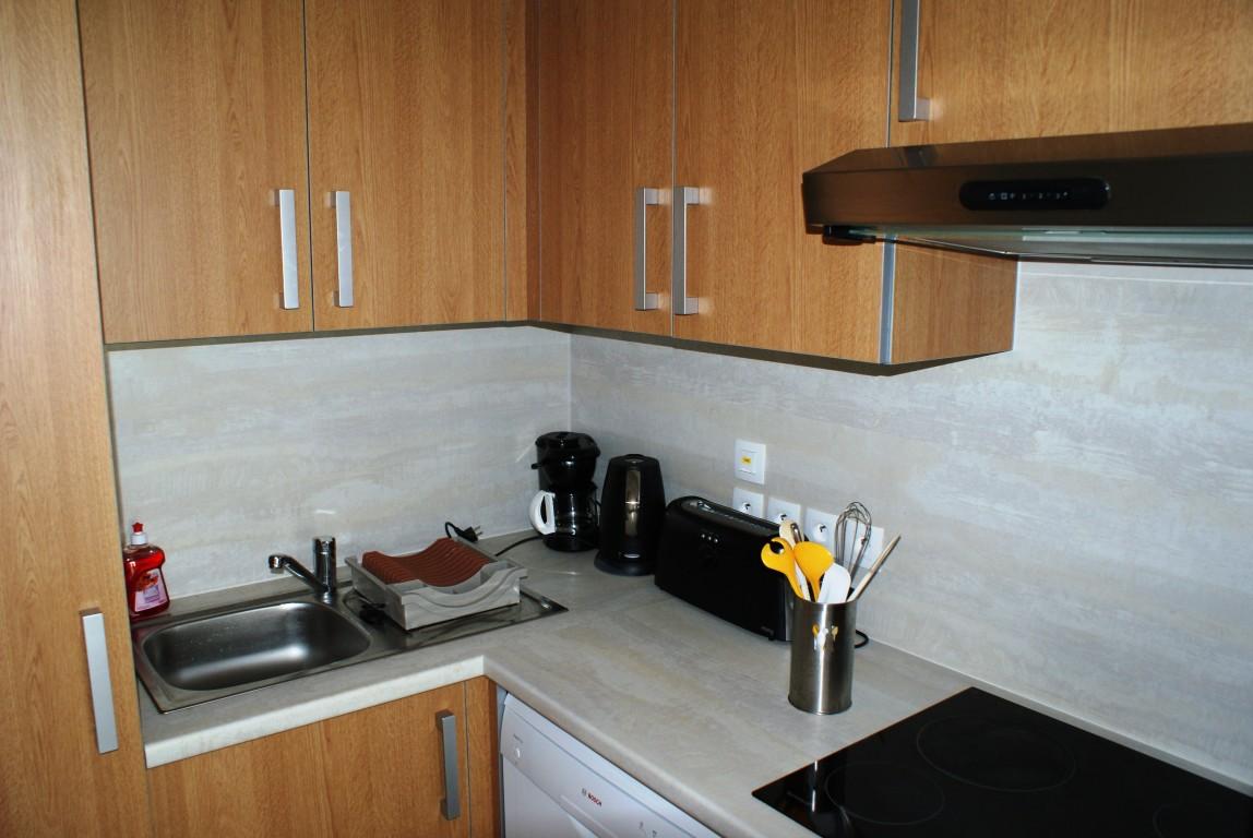 Appartement vacances avec piscine concarneau location 4 for Cuisine tout equipee