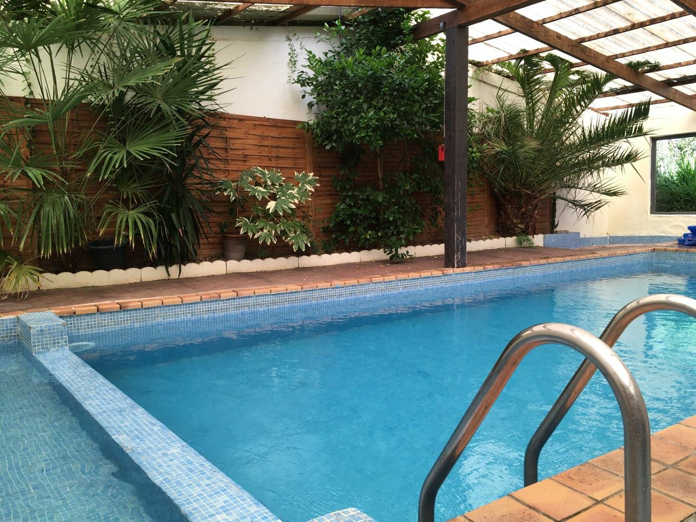 Maison vacances avec piscine plesder location 14 personnes for Piscine combourg