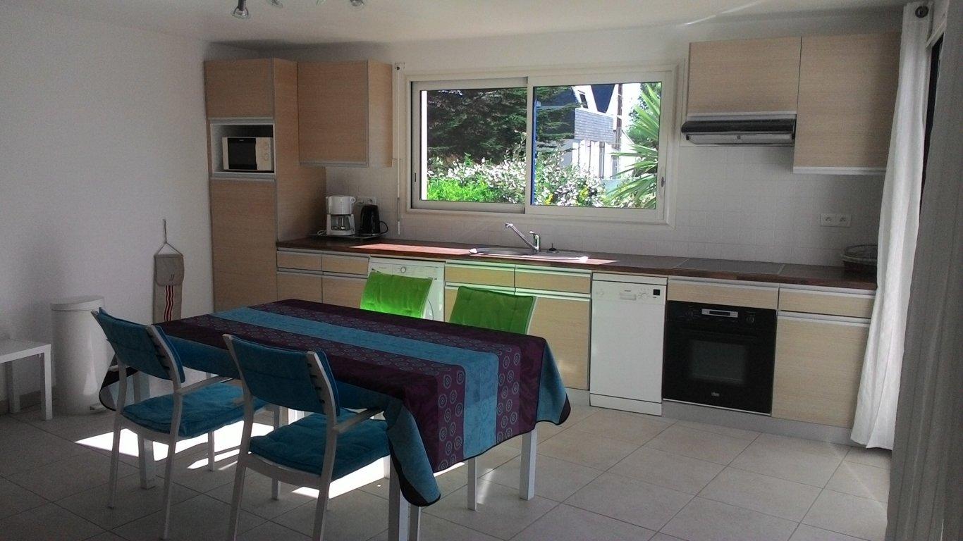 Maison vacances quiberon location 4 personnes olivier et ang lique comont - Cuisine avec presqu ile ...