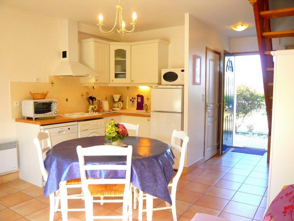 Maison vacances plougoumelen location 6 personnes olivier for Cuisine bien amenagee