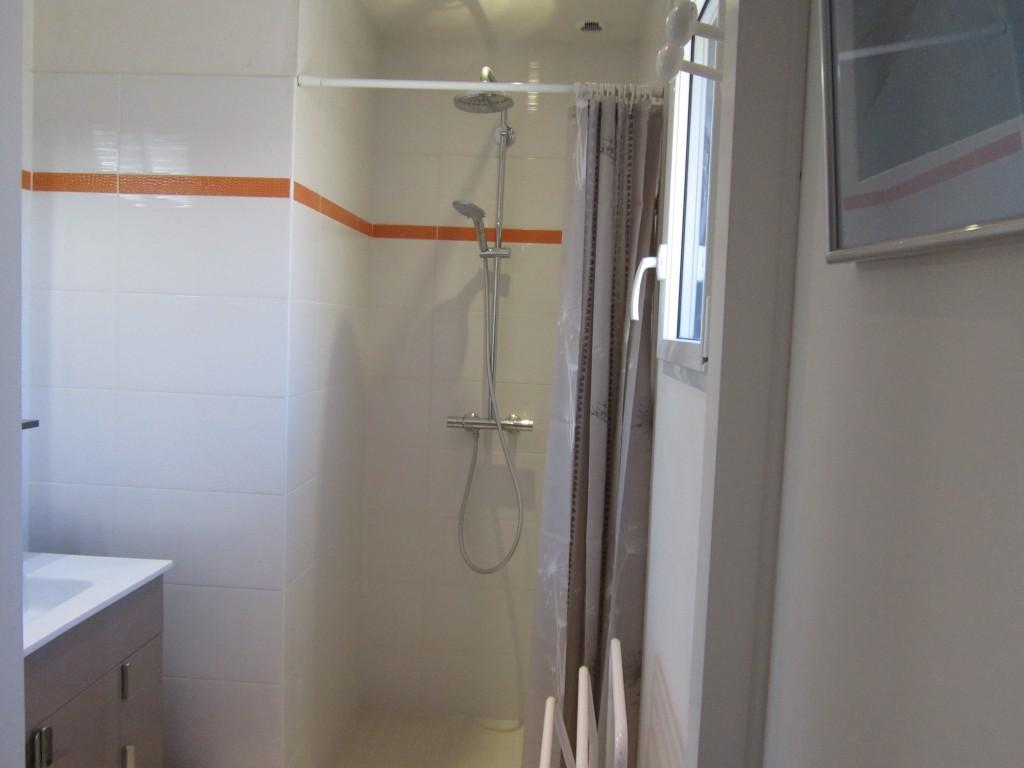 Maison vacances arzon le crouesty location 6 personnes for Salle d eau douche italienne