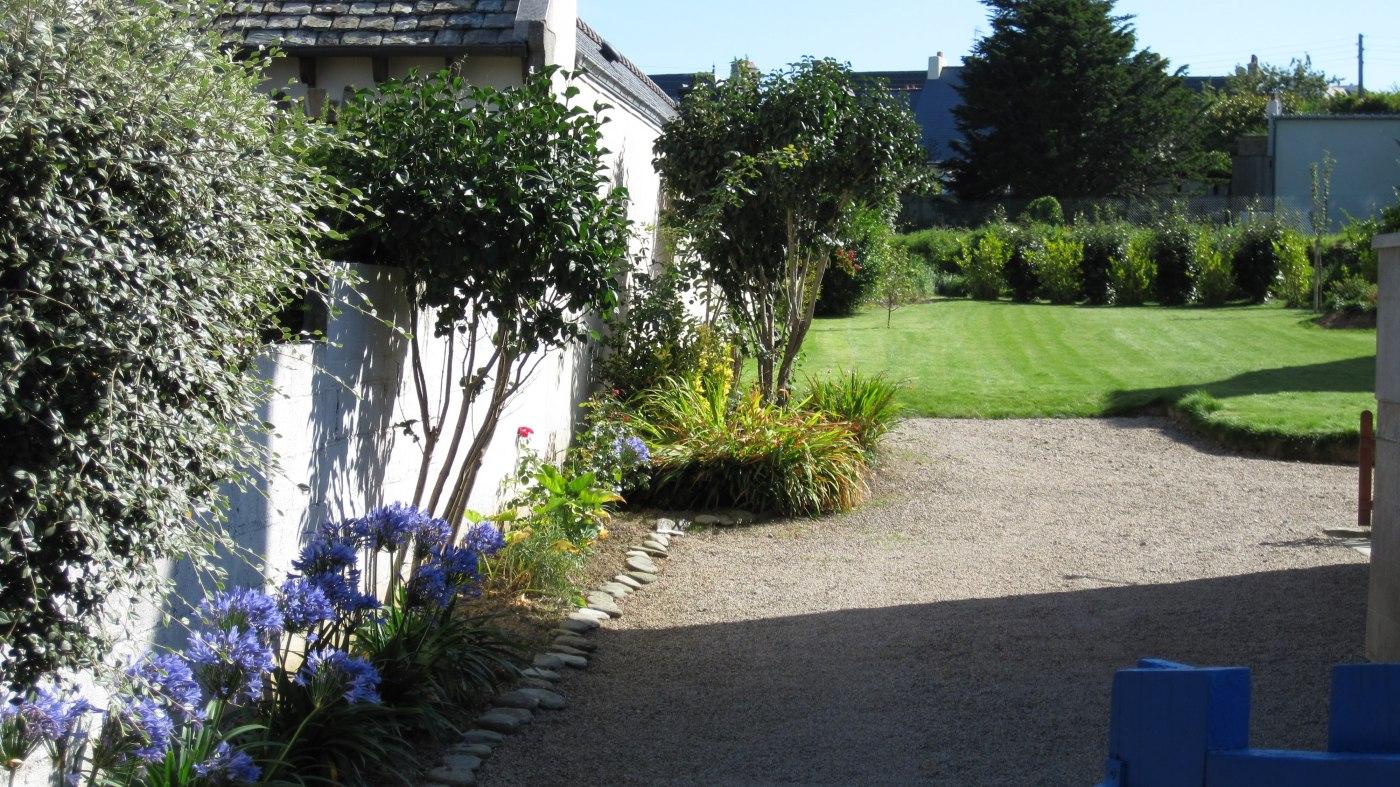 Maison vacances locquirec location 4 personnes annick mialon for Jardin 700m2